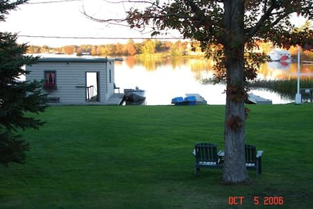 Muskoka -2 bedroom- Sunnylea Resort - Severn - Mökki