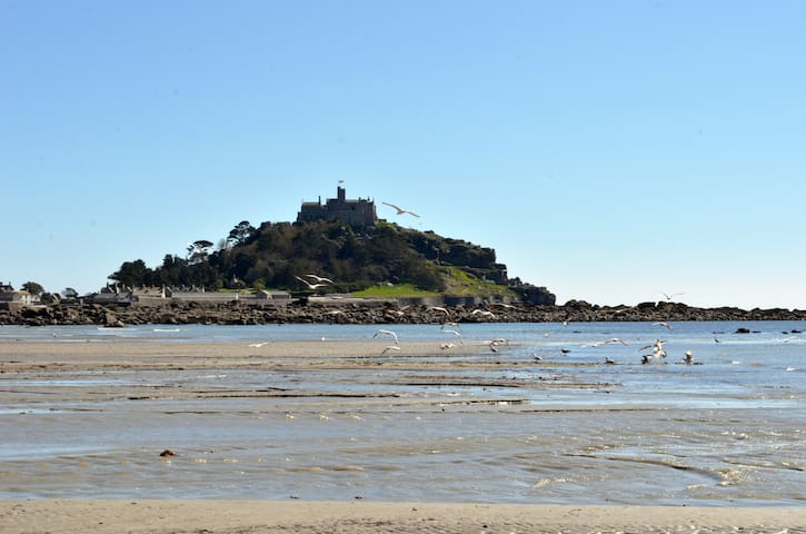 Lovely room with views of the Mount - Marazion - Talo