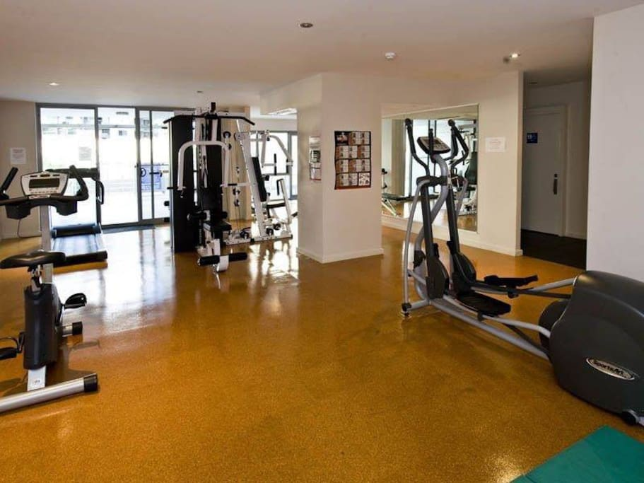 Free wifi gym pool and city catbus apartments for rent for Pool show perth 2015