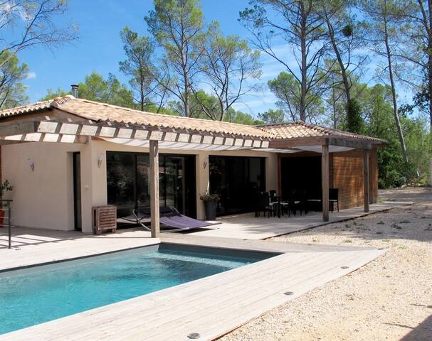 Chambre et piscine pleine nature