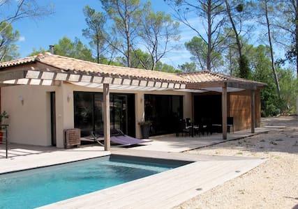 Chambre et piscine pleine nature - Solliès-Toucas