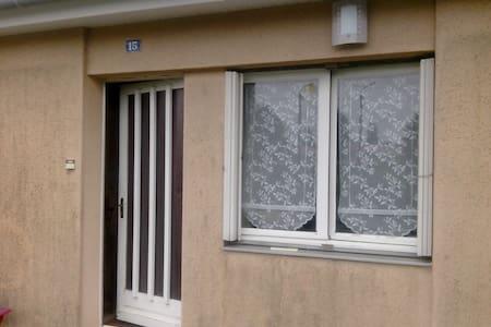 chambre privée acces direct jardin - Celles-sur-Belle