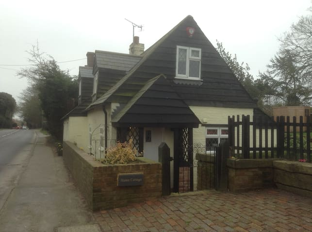 2-bed Character Cottage with Garden - Herstmonceux, Hailsham - Casa