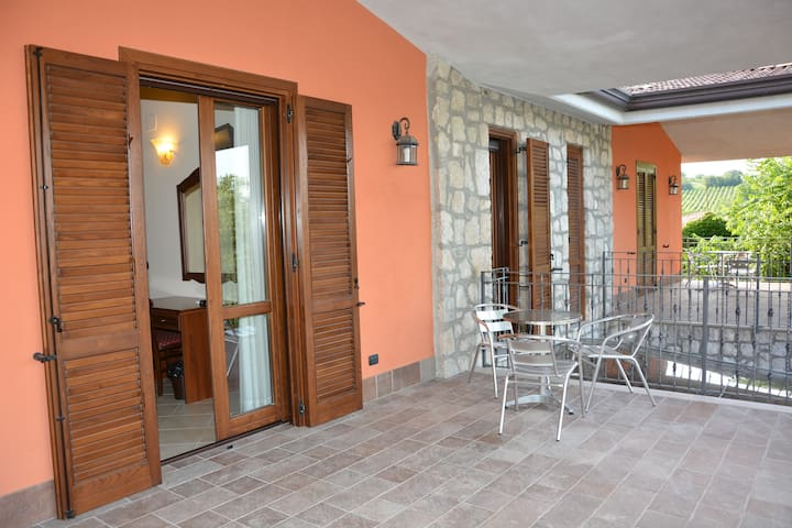 B&B Pinus Rooms - Apt Giallo - San Vitale II - Bed & Breakfast