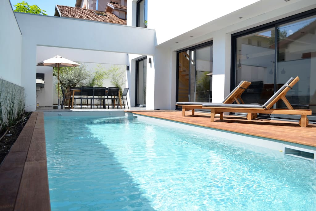 Villa contemporaine avec piscine biarritz villas for for Piscine biarritz