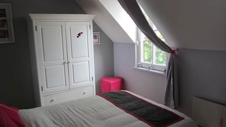 deux chambres dans maison privée.