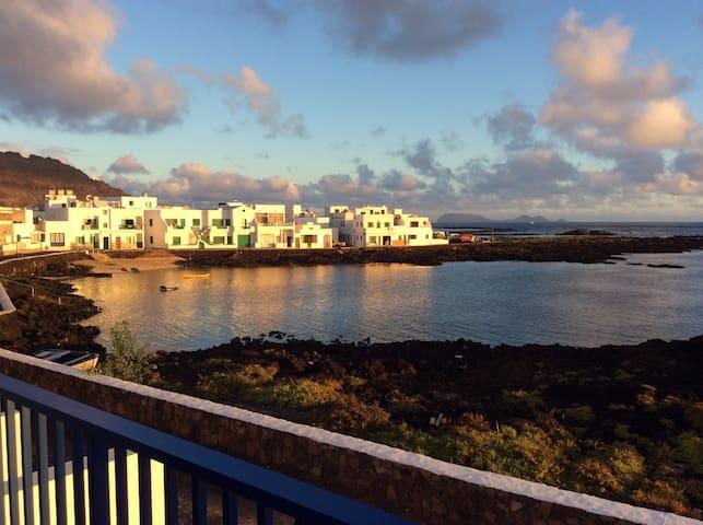 Orzola, relax frente al Mar