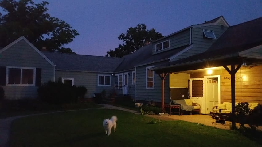 Affordable Place on East Side - Bedford - Casa