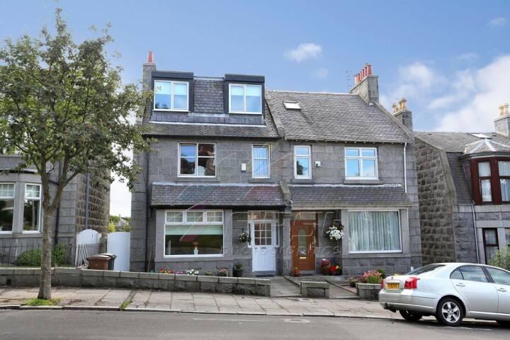 Double room in Granite townhouse - Aberdeen - Bed & Breakfast