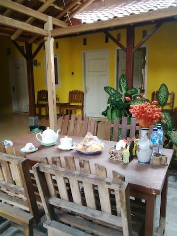 *WELARAN backpacker spot * - Banyuwangi - ที่พักพร้อมอาหารเช้า