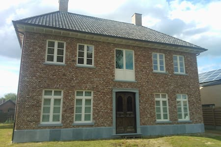 Kamer in landelijk vrijstaand huis - Neerpelt