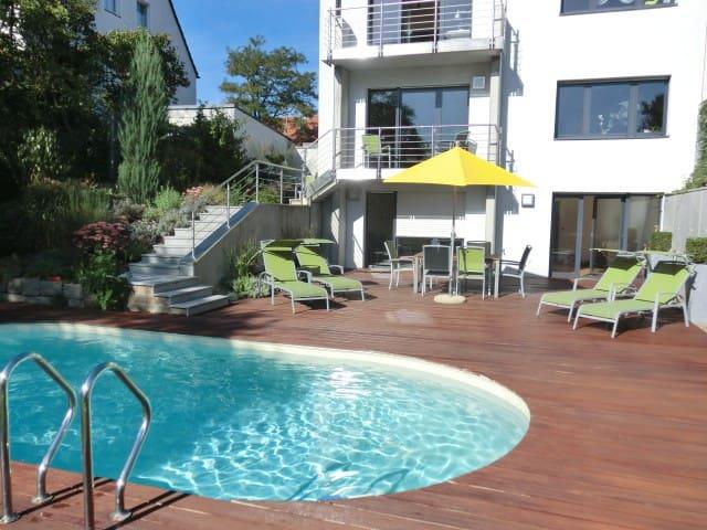 Ferienwohnung am Pool - die grüne Oase in Würzburg - Würzburg - Appartamento