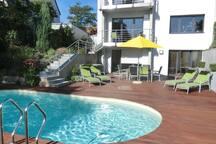 Ferienwohnung am Pool - die grüne Oase in Würzburg