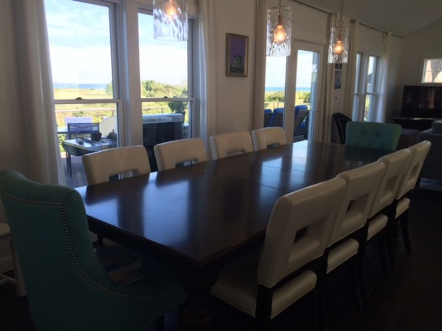 Dining room table seats 10+, ocean view