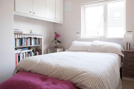 Bright Double Room, Close to City - Dublin - Dom