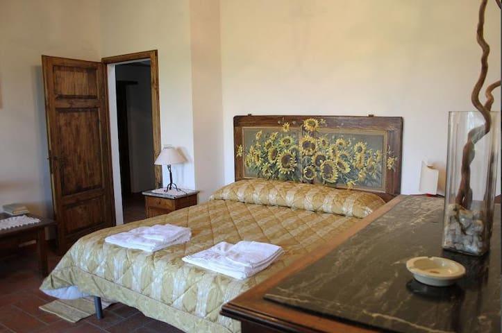 Vista sulla valle: Ficonacce  Sotto - Palazzone - Apartament