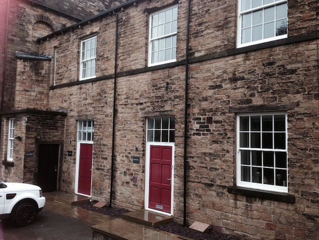 Character one bedroom house - Mirfield