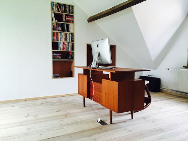 Owens Room - Bruges - Casa