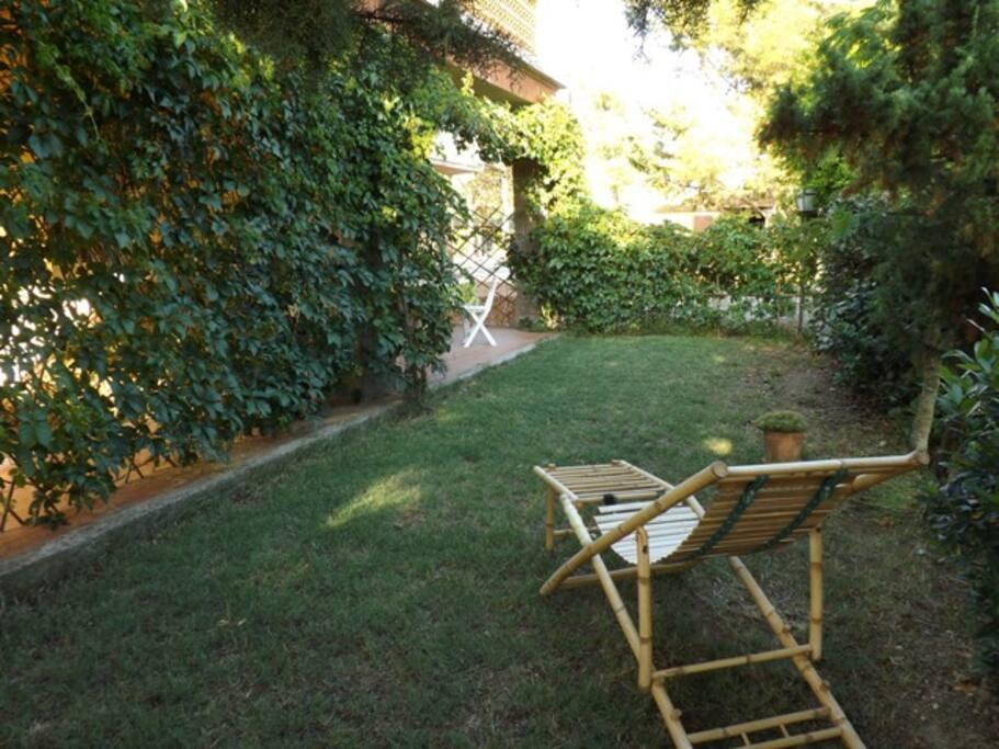 Giardinetto privato piano terra - Small secluted garden (ground floor apt)