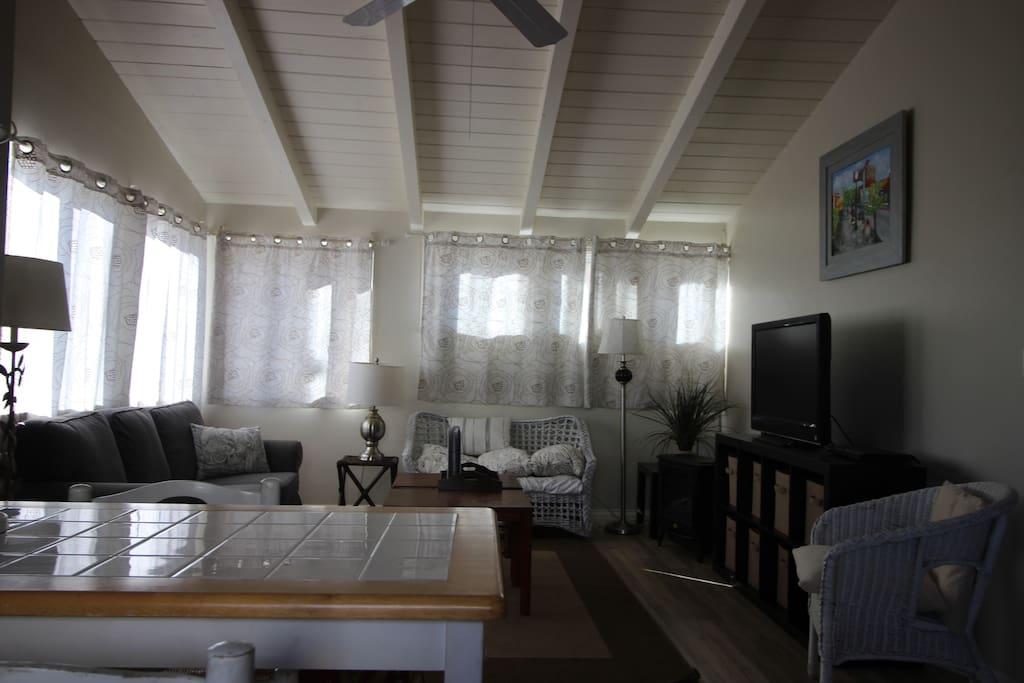 High ceilings and wood laminate flooring! Cozy furnishings