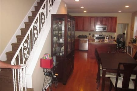 Spacious 3 Bedroom home available - Filadelfia - Dom