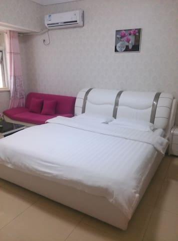 空间大,干净卫生的豪华大床房