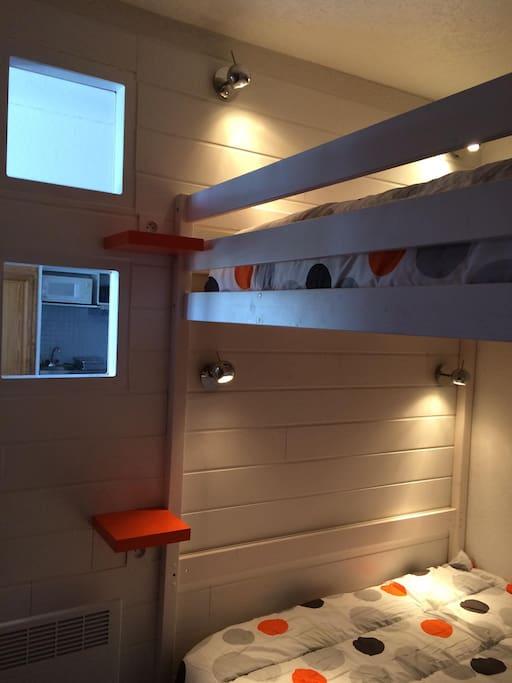 chambre confortable avec liseuses individuelles