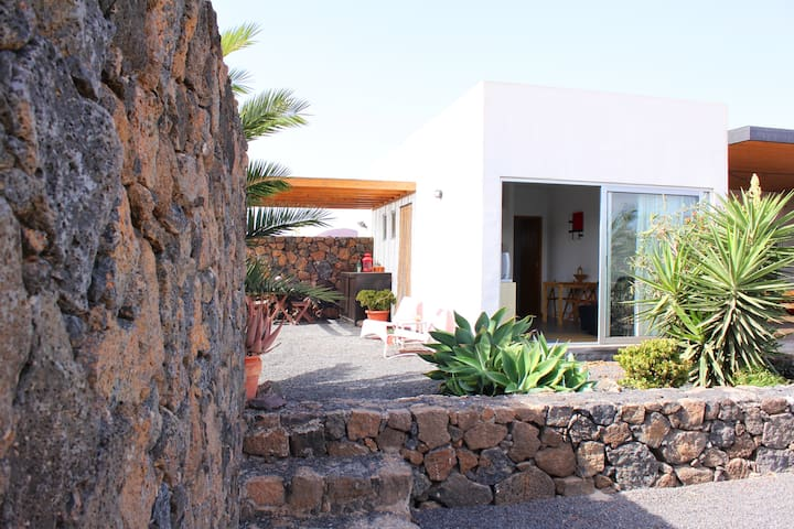 Modern Bungalow with volcano view - Lajares - Hus