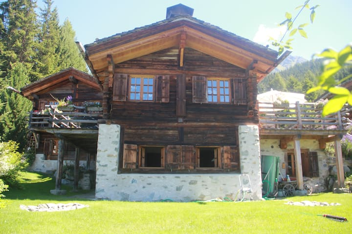 Chalet teddy bear 240m2 5 chambres chalets louer for Chambre a louer verbier