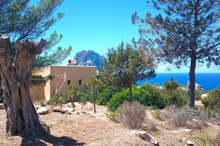 Ibiza Villa tegenover Es Vedra 6 p. - Sant Josep de sa Talaia - Bed & Breakfast