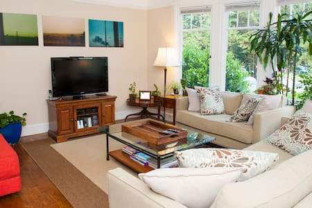 Room type: Entire home/apt Property type: Apartment Accommodates: 5 Bedrooms: 1 Bathrooms: 1