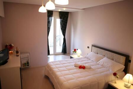Albion Rooms & Brauhaus - Durrës