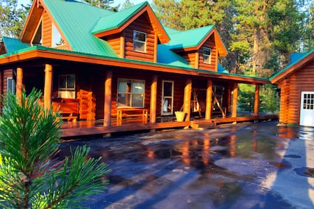 Awesome Cabin Near Skiing and Snowmobiling for 19 - Donnelly