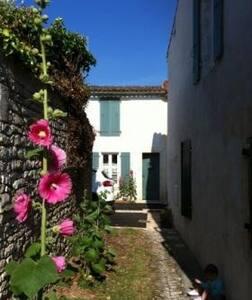 Maison rhétaise typique - Sainte-Marie-de-Ré - House