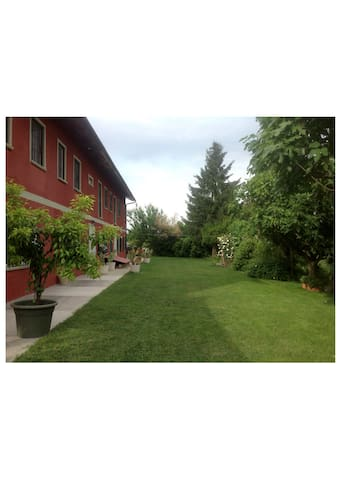 The Red Farmstead - Vigliano d'Asti - Apartamento