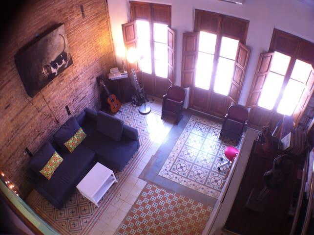 Atico with recycled-style interior - València - Casa