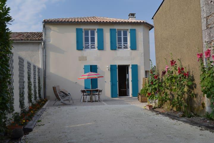 GITE DU CHAI - Chenac-Saint-Seurin-d'Uzet - Talo