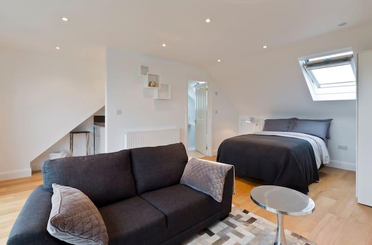 Contemporary Luxurious Loft Bedroom - Londres - Bed & Breakfast