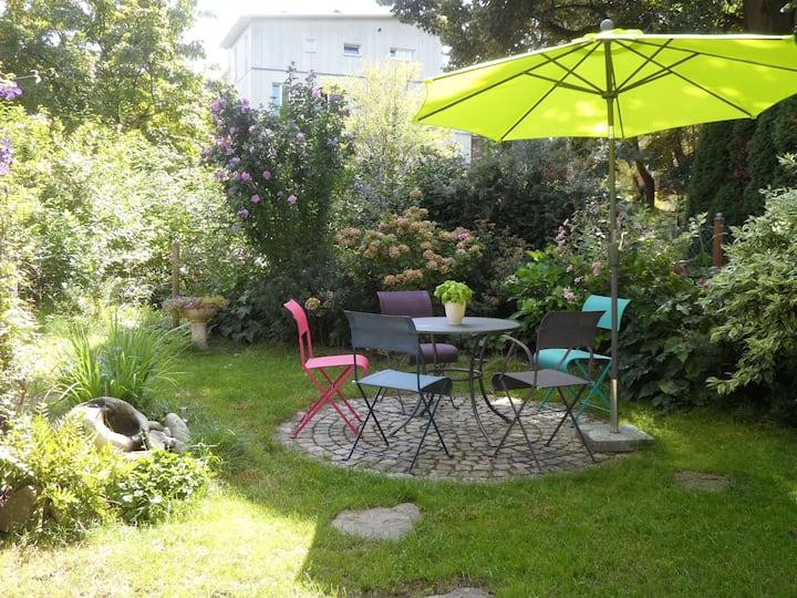 Gartenzimmer Vauban: grün, modern, zentral (EZ II)