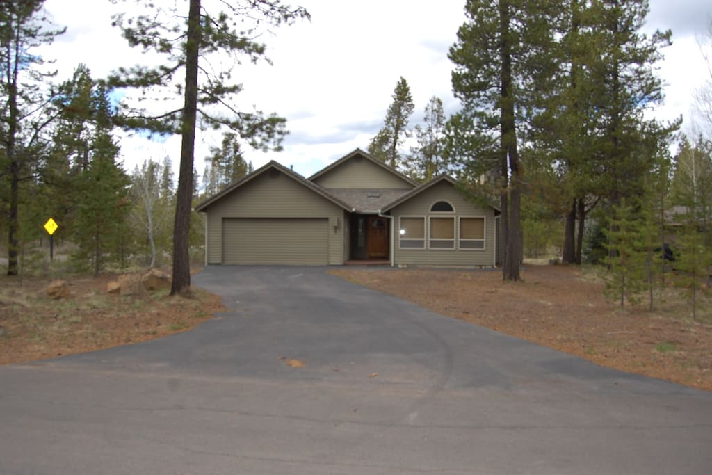 pet friendly home sunriver home houses for rent in sunriver oregon united states