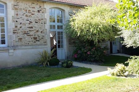 Grande maison de charme - La Chataigneraie