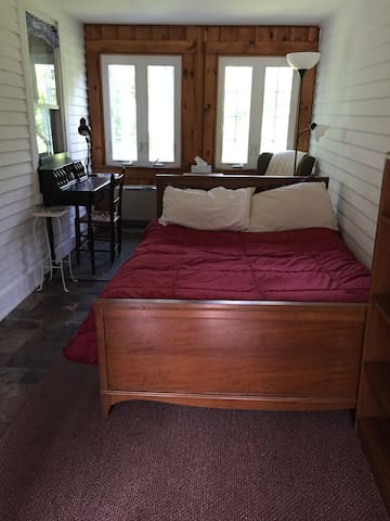 Cozy rustic room close to downtown! - Peterborough - Dom