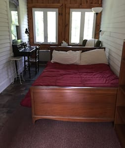 Cozy rustic room close to downtown! - Peterborough