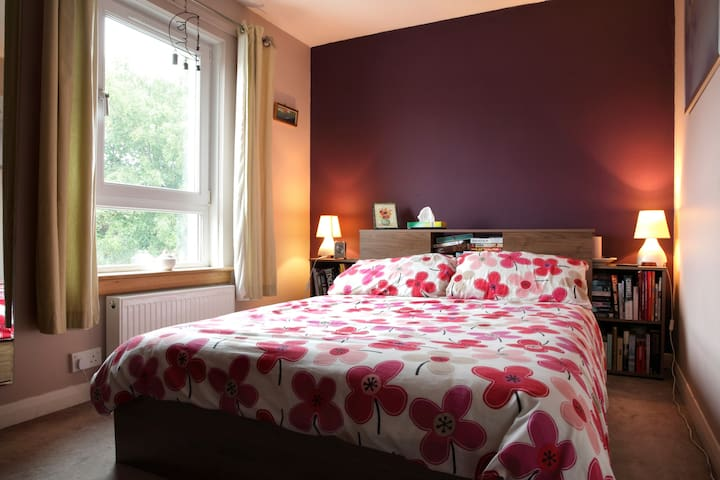 Double Room in a Lovely Home - Haddington - Huis