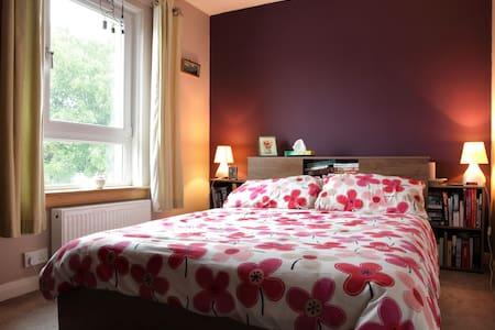 Double Room in a Lovely Home - Haddington