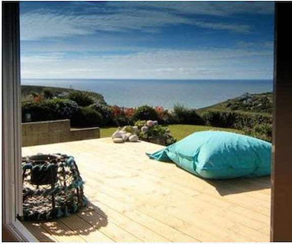 The Crab Pot, stunning views of Porthtowan Sleeps6