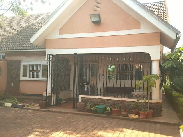 Cozy house for rent in Muyenga in April