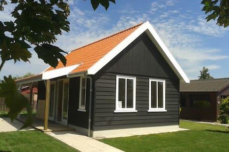 Hollands huisje-heerlijke tuin-wifi - Dirkshorn - Blockhütte