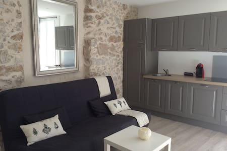 Cosy & modern apartment-old town, Antibes