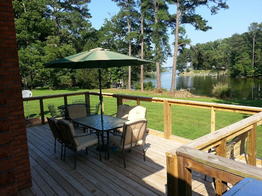 New deck expansion w/waterfront dining seating for 16 guests!